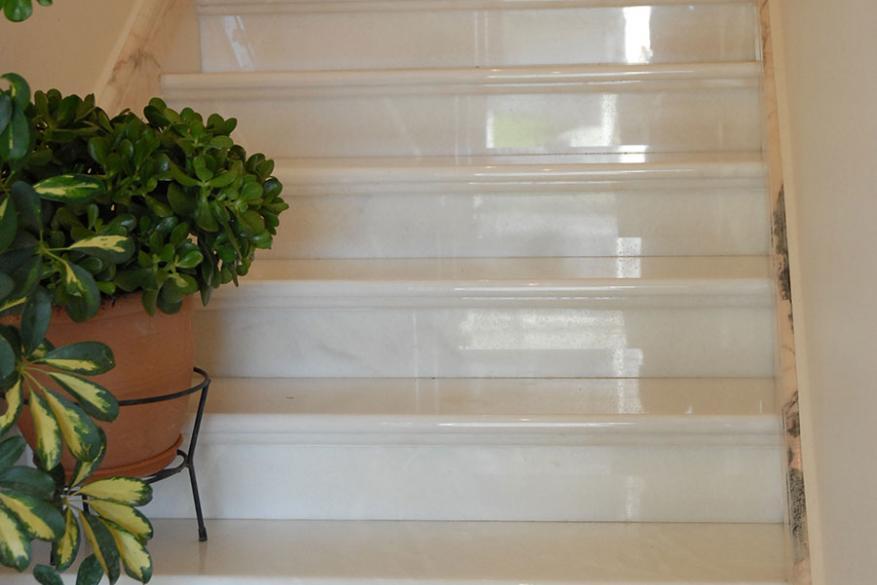 4011 Σκάλες με μάρμαρο ROSSA PORTOGALLO & Μάρμαρο Θάσσου